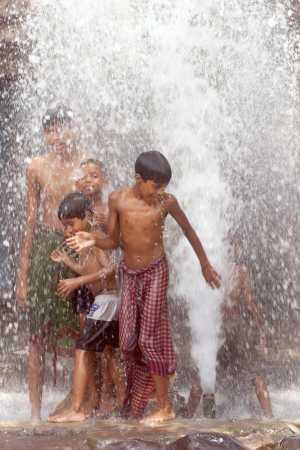STREET CHILDREN BATHE IN WATER FROM BURST DRINKING WATER PIPE IN ...